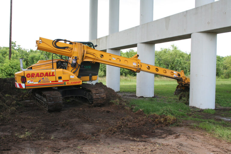 Crawler XL3200 Low Overhead Work